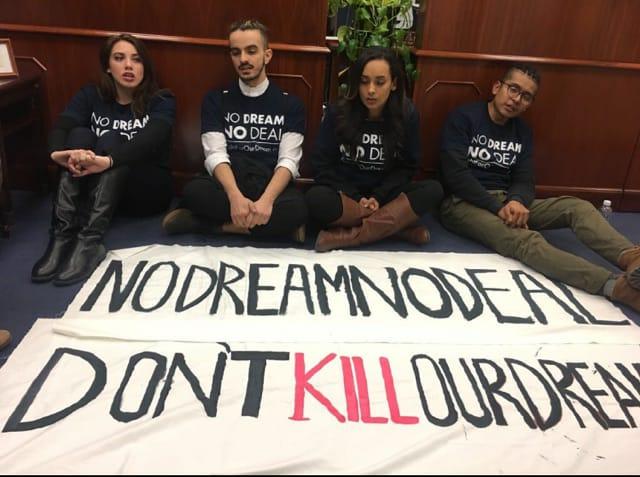"""Activistas de """"Our Dream"""" fueron arrestados en la oficina del senador Schumer Foto: suministrada"""