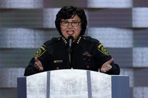 Primer Sheriff latina del estado más antiinmigrante de EEUU quiere hacer historia