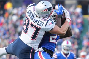 VIDEO: Rob Gronkowski por poco mata a un jugador de Buffalo Bills