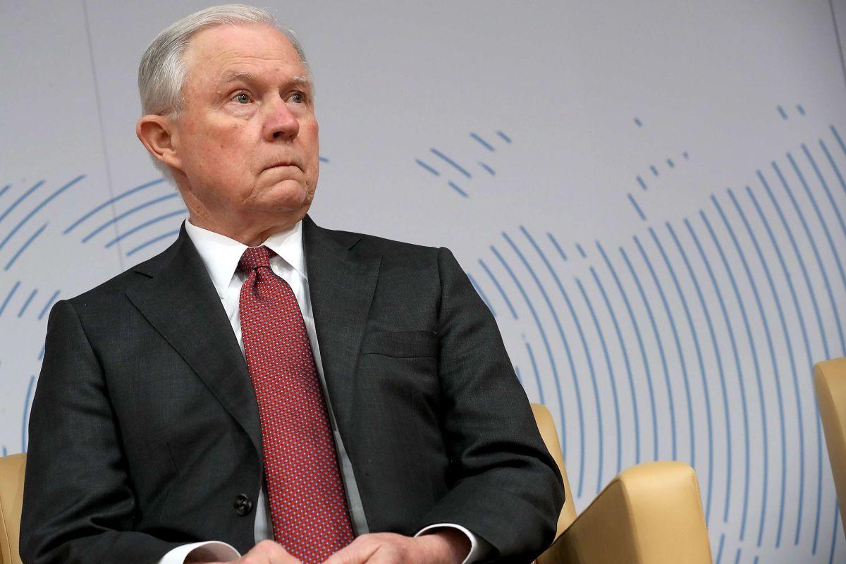 """Jeff Sessions rechaza """"lotería de visas"""" y la inmigración por reunión familiar"""