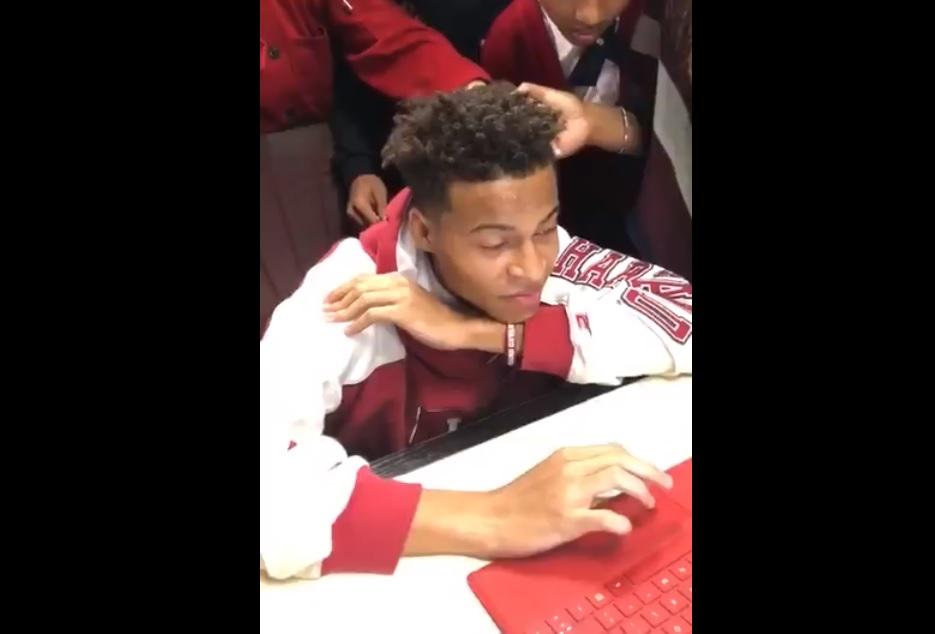Video: La reacción de un joven aceptado en Harvard conquista Twitter