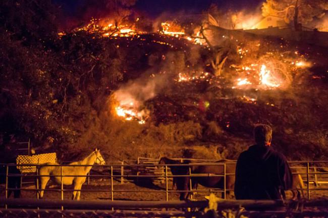"""Los afectados """"invisibles y silenciosos"""" por el fuego en California y las personas que se aprovechan de ellos"""