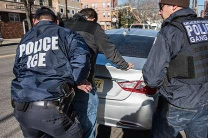 Inmigrantes indocumentados podrán legalizar su estatus tras perdón del gobernador de Nueva York