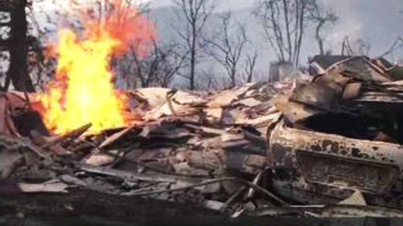 Incendio de maleza alcanza a mansiones de Bel Air