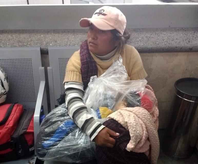 Intenta llevar a su bebé muerto en equipaje por falta de dinero para el funeral