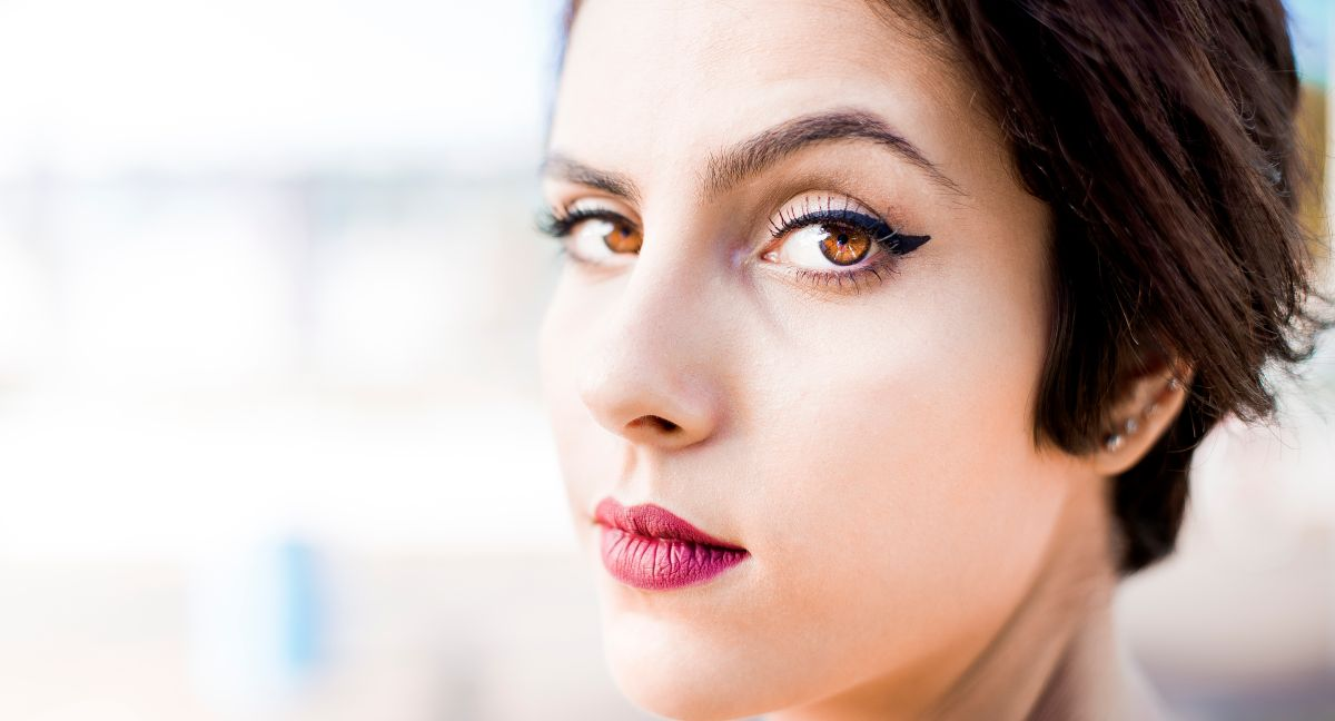 El maquillaje es una herramienta útil para resaltar la belleza de tus ojos.