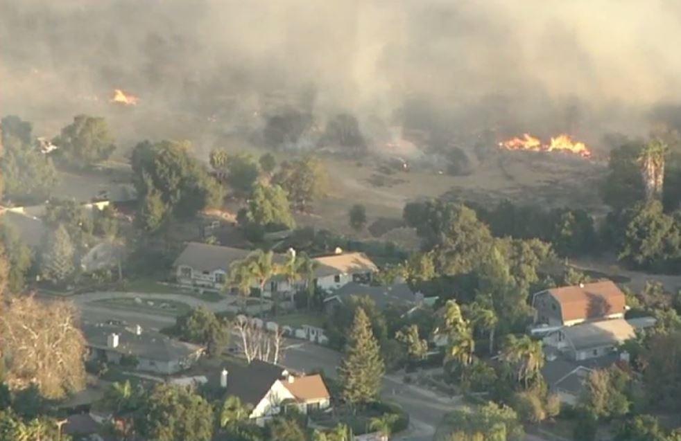 Incendio en Ventura calcina más de 45,000 acres, ocasiona cierre de varias escuelas