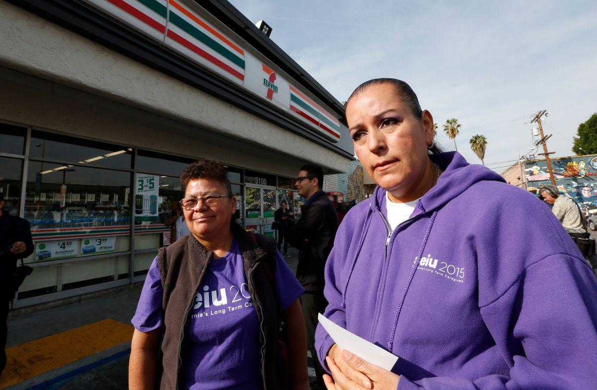 Integrantes de la red de respuesta rápida de Los Angeles. Una nueva guía difunde las estrategias de organización para defender a los inmigrantes.  (Photo by Aurelia Ventura/La Opinion)