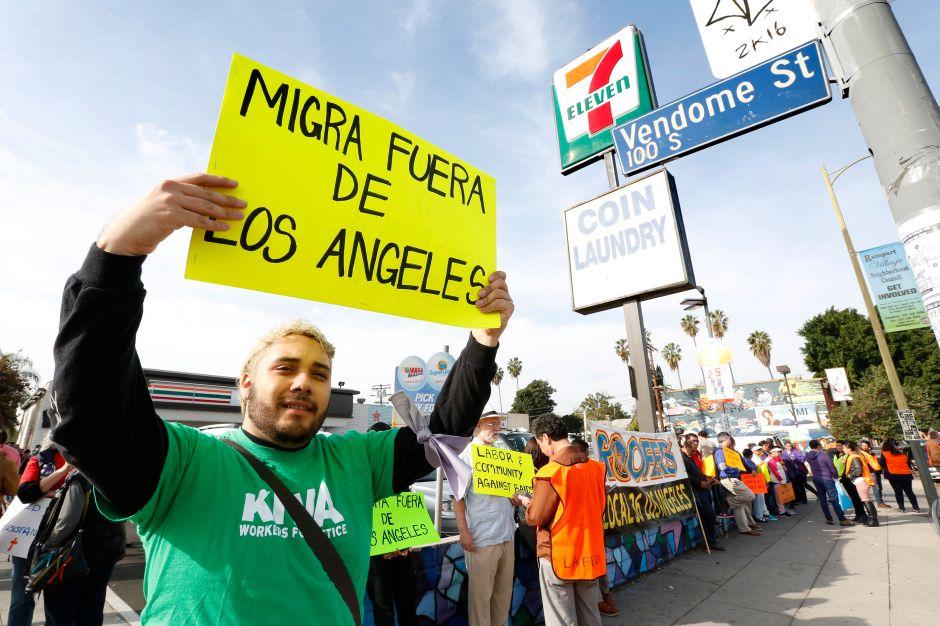 Red de Respuesta Rápida de L.A. evita auditoria de ICE en tienda 7-Eleven