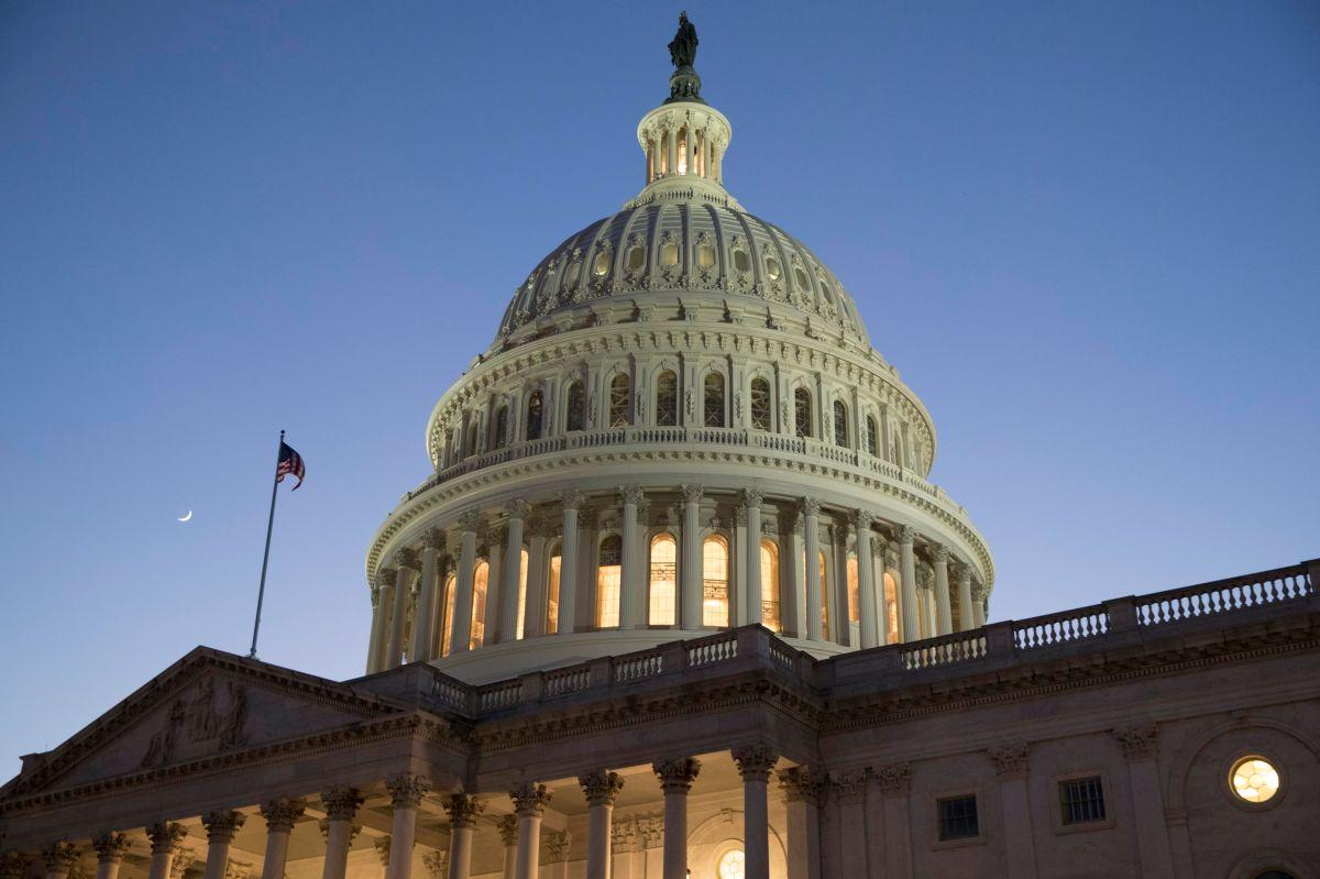 """Congreso intenta evitar cierre del gobierno, sin resolver agrias disputas sobre """"DACA"""""""