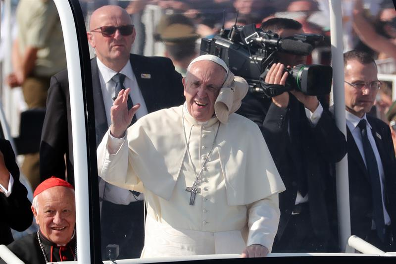 Francisco pide por abusos cometidos a menores por el clero chileno