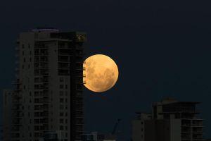 """Video: La """"superluna de sangre azul"""" es vista por millones de personas"""