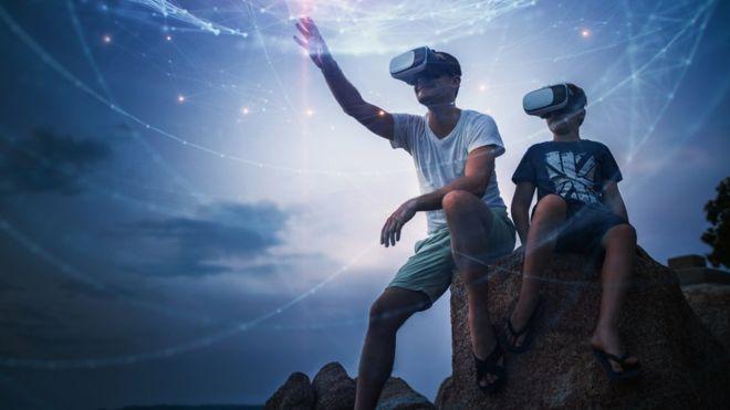 ¿Realidad virtual o aumentada? Una mezcla de ambas: la realidad mixta promete ser la gran revolución de 2018.