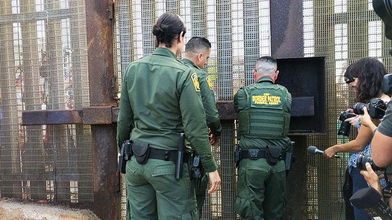 El Gobierno de Trump transferirá a agentes de la frontera norte a la del sur