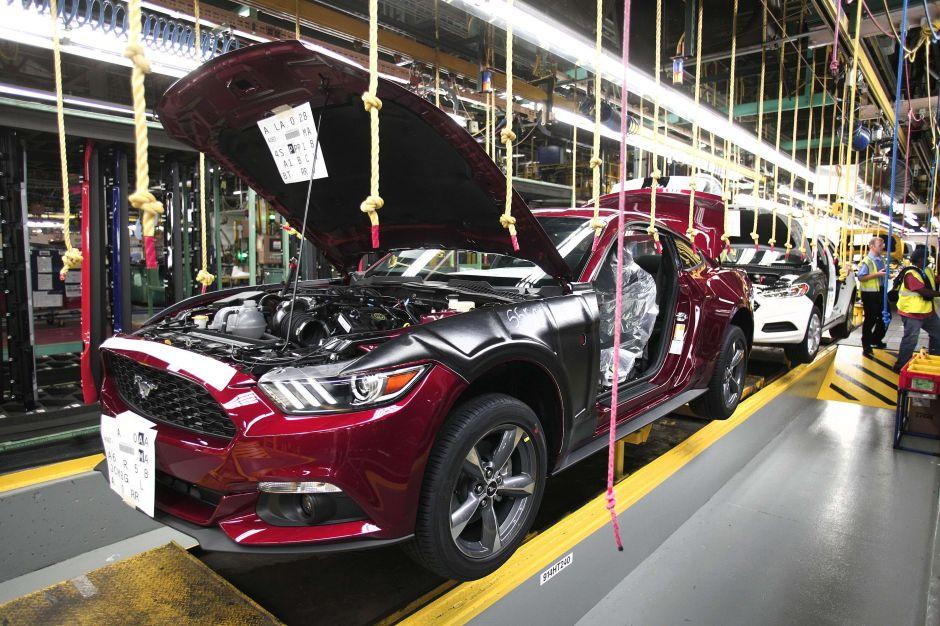 Ford contrata más de 400 nuevos empleados en Chicago para fabricar SUVs híbridos
