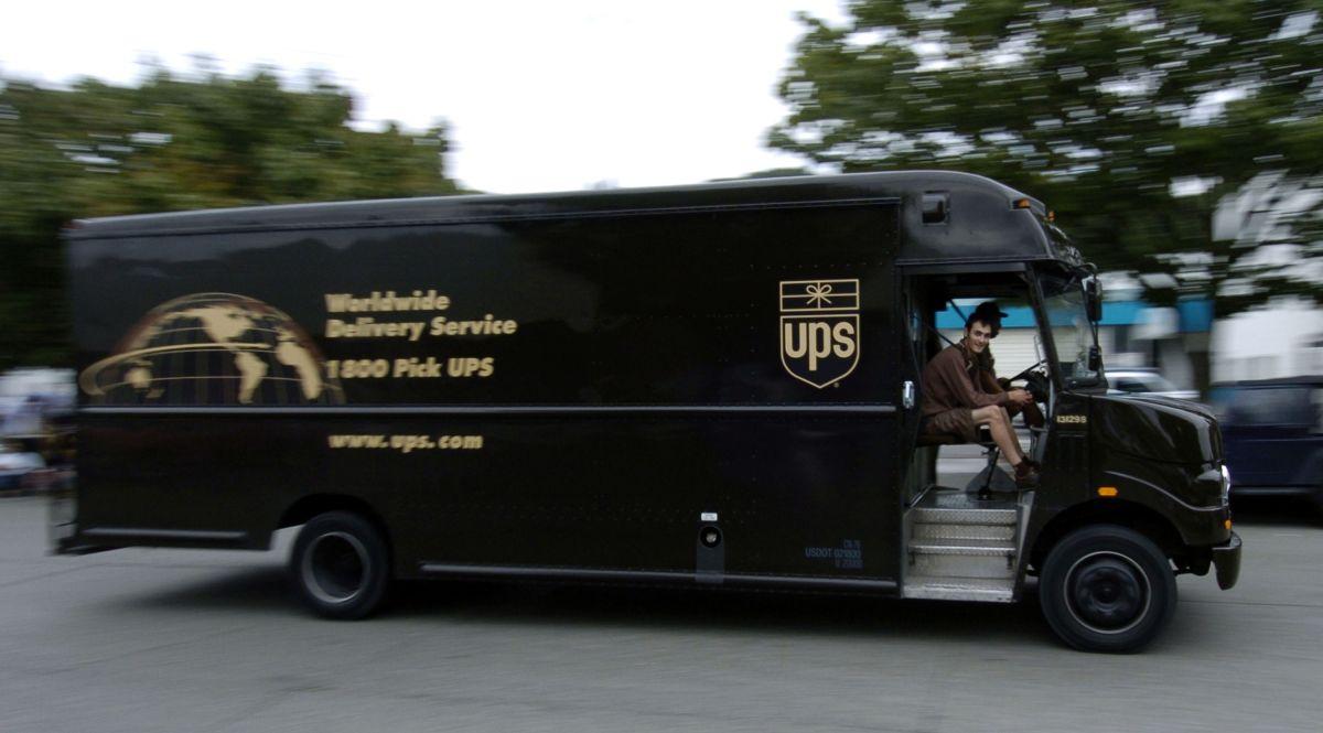 Choferes de UPS llevaban droga y dinero entre la paquetería.