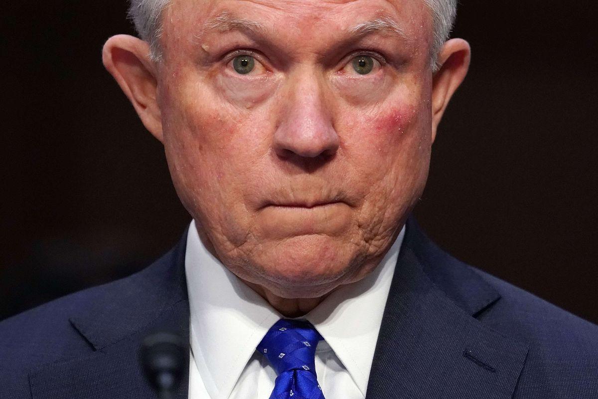 """Jeff Sessions interrogado por horas en la investigación de Robert Mueller en caso de """"trama rusa"""""""