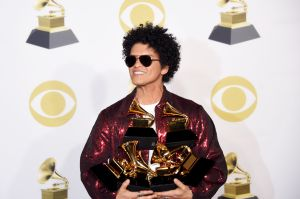 ¡Bruno Mars arrasa en los Premios Grammy! (Ganadores y mejores momentos)