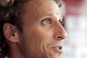 Diego Forlán resiste el retiro y ficha con el Kitchee de Hong Kong