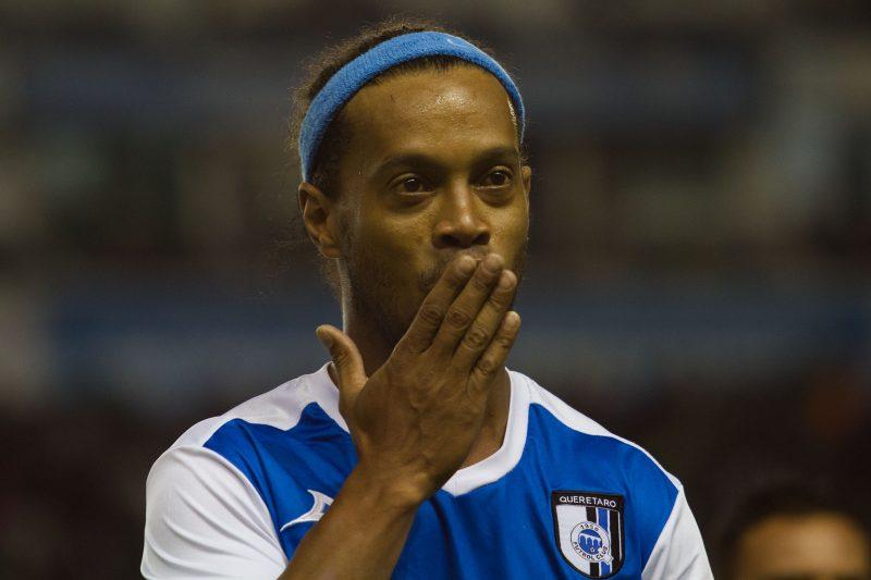 Ronaldinho seguirá sin poder salir de Brasil