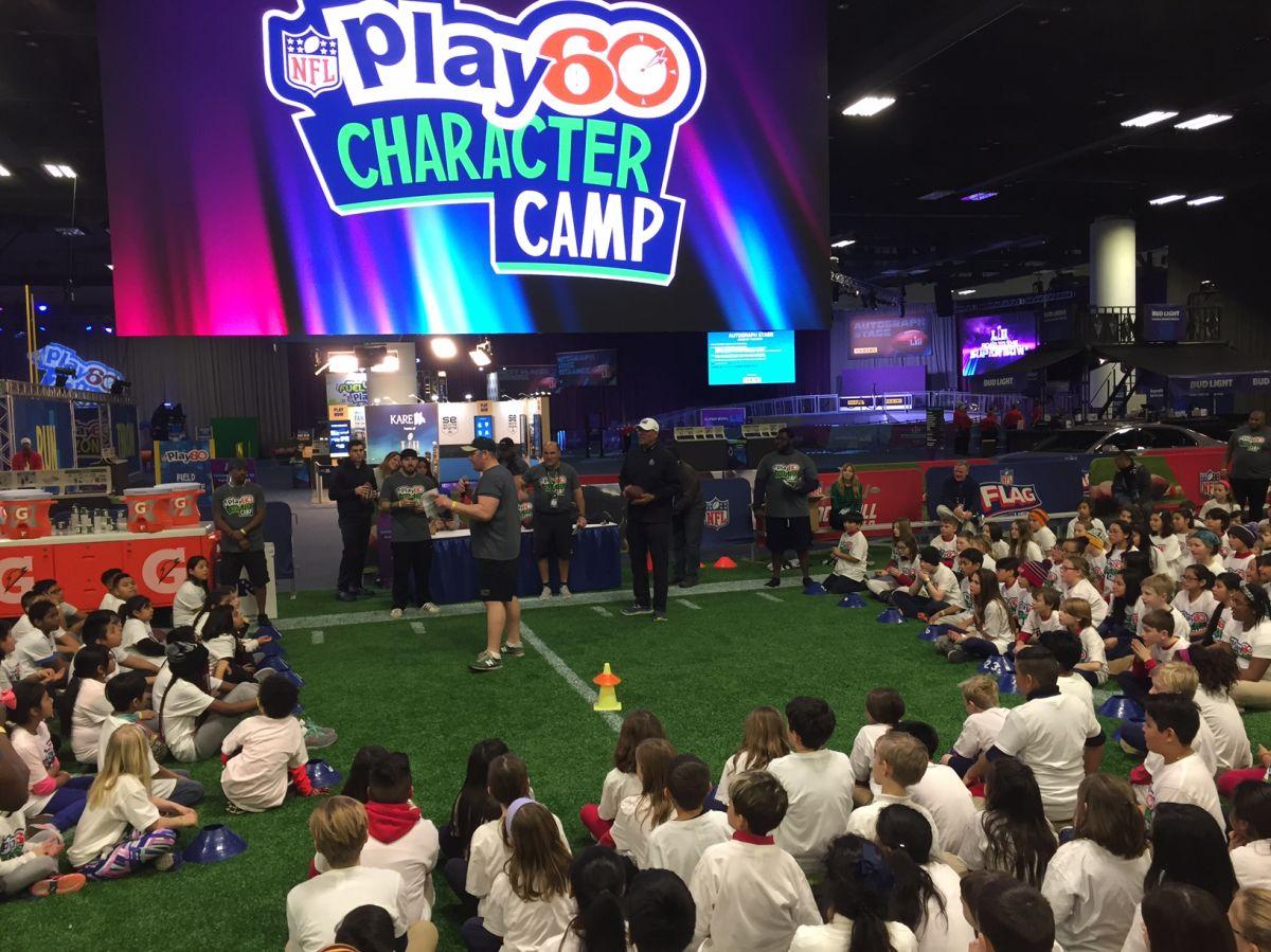 Así impacta Anthony Muñoz, leyenda de la NFL, a cientos de niños y niñas en Minnesota