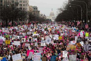 """Manifestantes en """"Women's March"""" piden más voces femeninas en la política"""