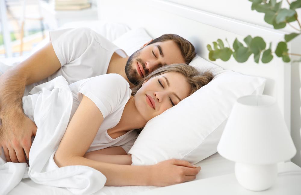 Posiciones de dormir que conducen al sexo