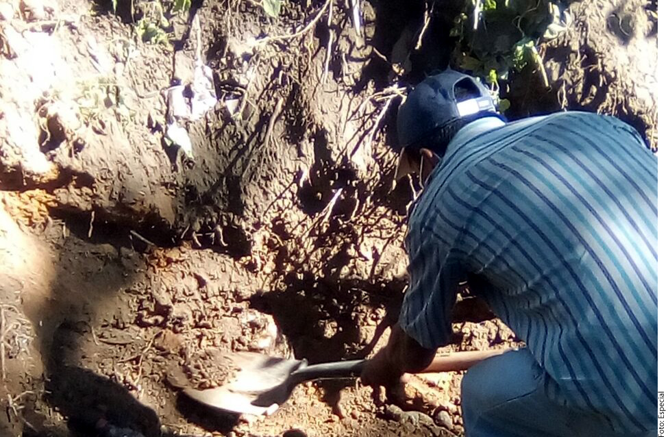 Hallan 33 cadáveres en fosas clandestinas en Nayarit, México