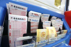 12 compañeros de trabajo ganan $150,000 con la lotería Powerball