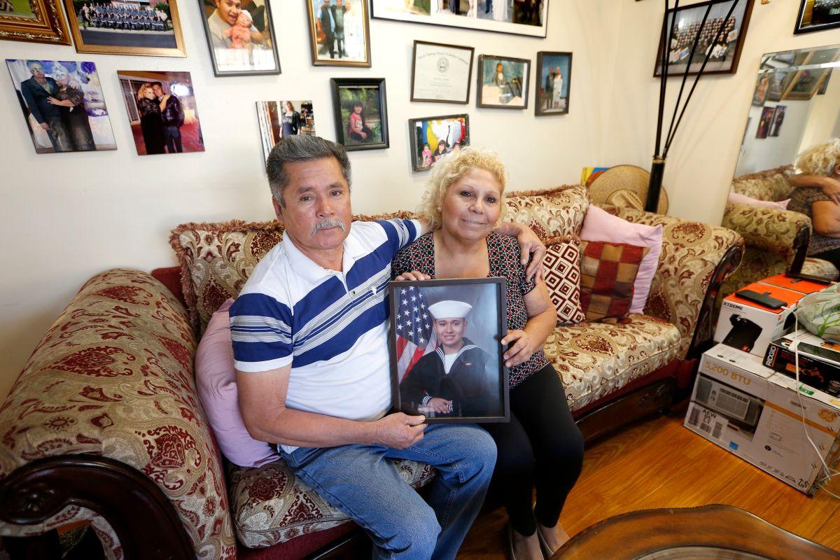 El inmigrante Lorenzo Marín Lara junto a su esposa Gloria López./ Foto: Aurelia Ventura.