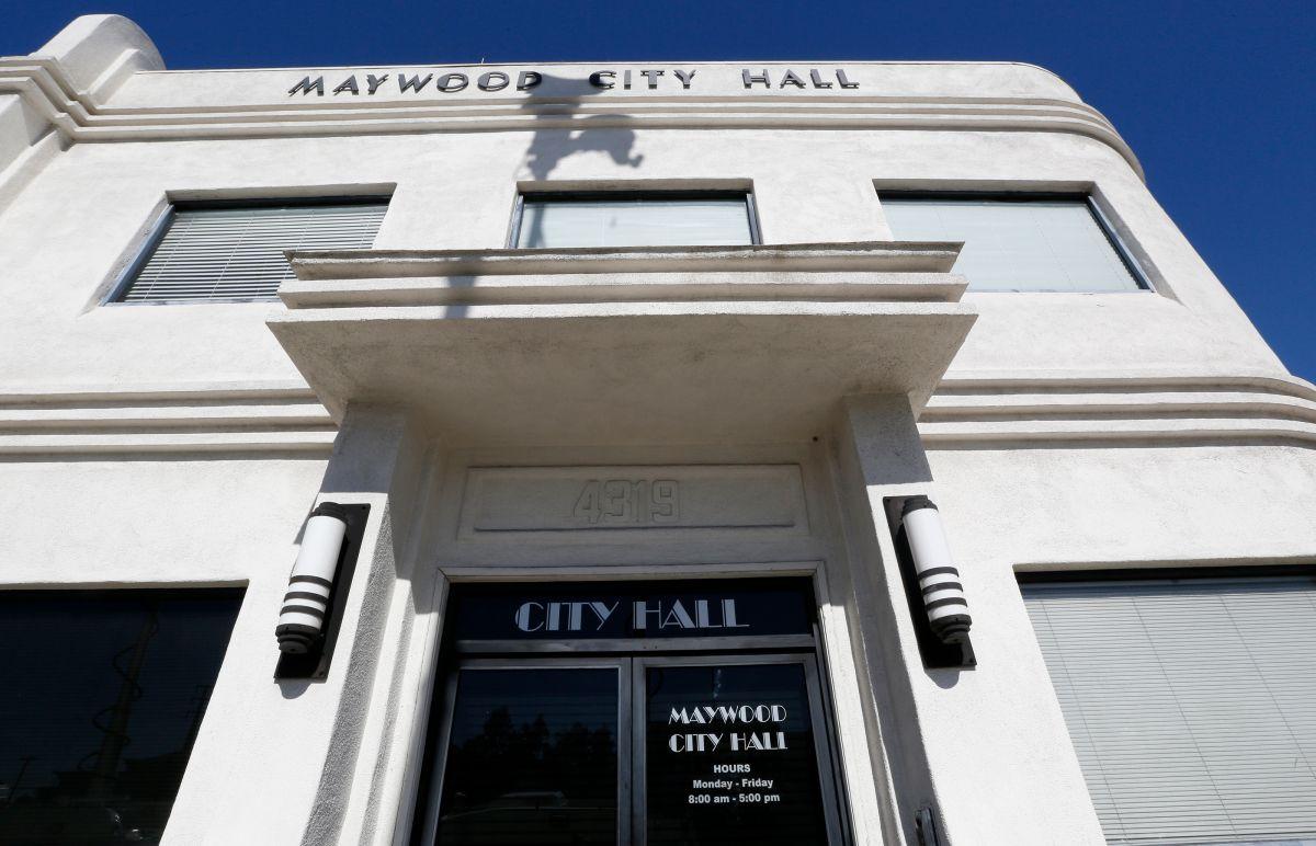 Exgerente de la ciudad de Maywood es acusado de acoso sexual