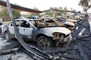 17 carros quemados en incendio en Santa Fe Springs