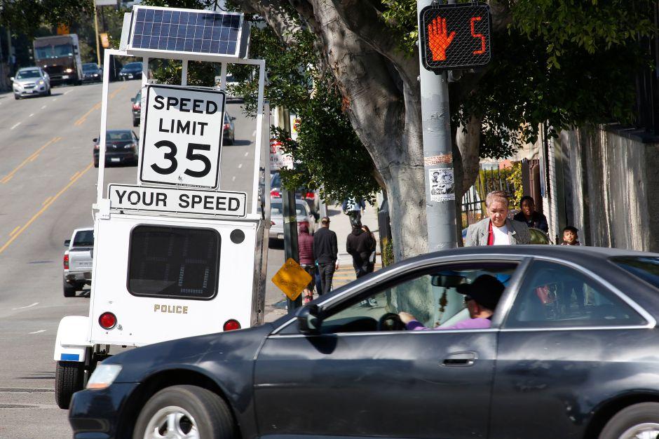 Los Ángeles considera aumentar los límites de velocidad en más de 100 millas de calles
