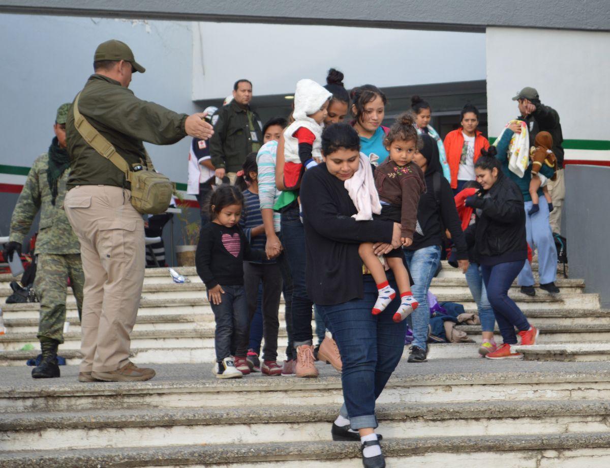 Rescatan a 301 migrantes centroamericanos en México