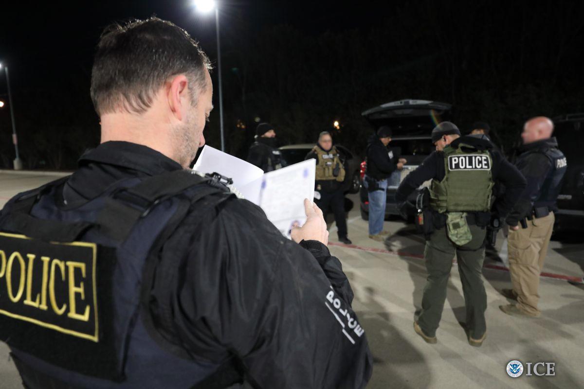 ICE prepara redada contra 77 negocios en California en busca de indocumentados