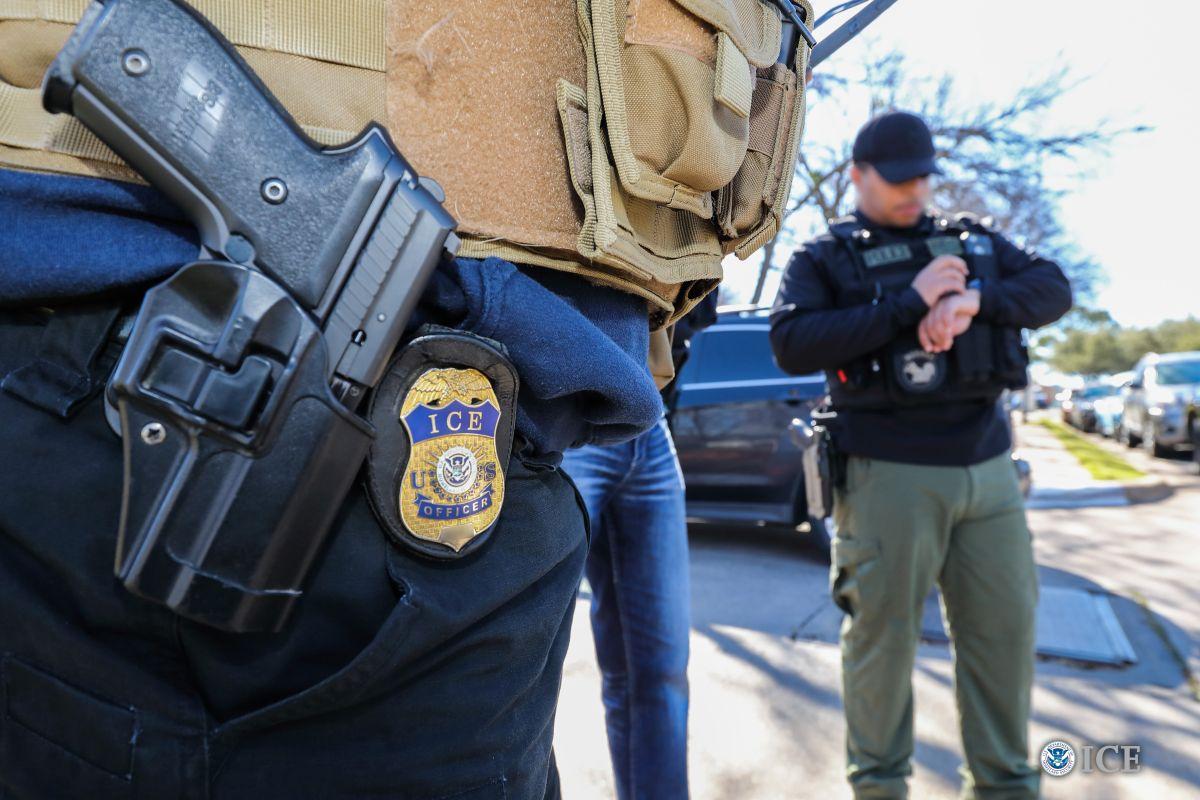 """ICE realiza """"Mega Operación"""" en 122 negocios de California, y va por más"""