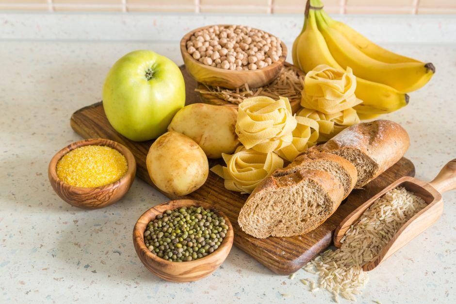 ¿Cuál es la diferencia entre carbohidratos simples y carbohidratos complejos?