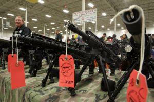 Un juez federal declara inconstitucional la prohibición de portar de armas de asalto en California