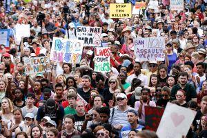 Universidades de California no penalizarán a estudiantes por protestar a favor del control de armas