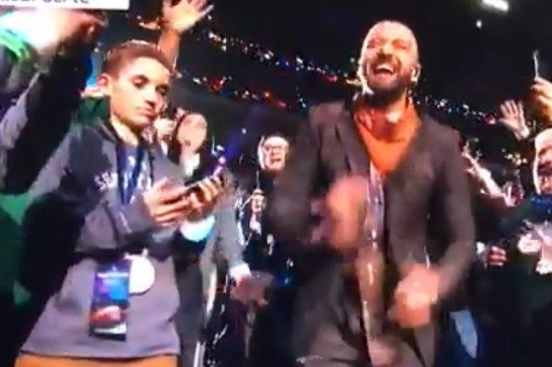 El momento en que el niño parece ignorar a Justin Timberlake durante el espectáculo de medio tiempo del Super Bowl.