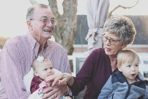 """Abuela demanda cobrar por cuidar a los nietos, """"tengo mi vida, no soy una guardería gratuita"""""""
