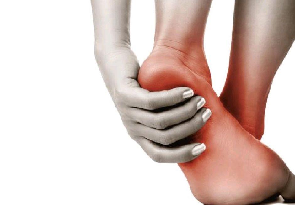 hinchazon de manos y pies con dolor
