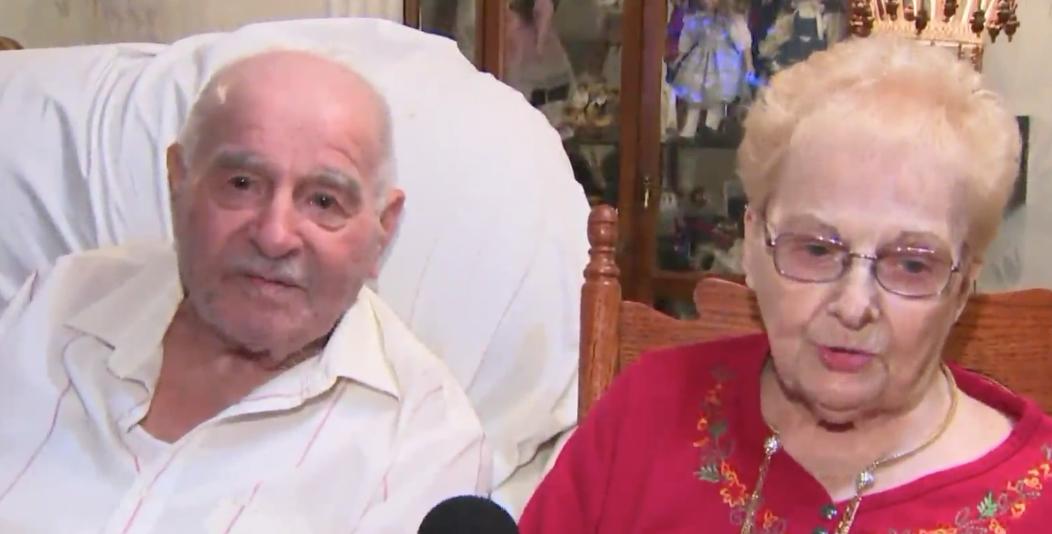 Esta pareja de ancianos guarda un gran secreto