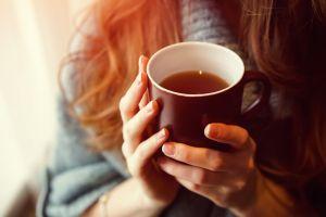 5 razones para consumir té de raíz de bardana, la bebida detox y diurética del momento