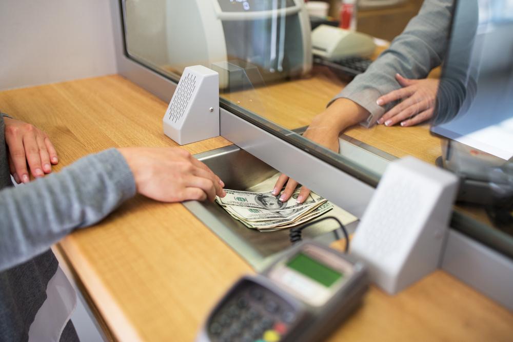 ¿Puedo abrir una cuenta de banco si soy inmigrante en los Estados Unidos?