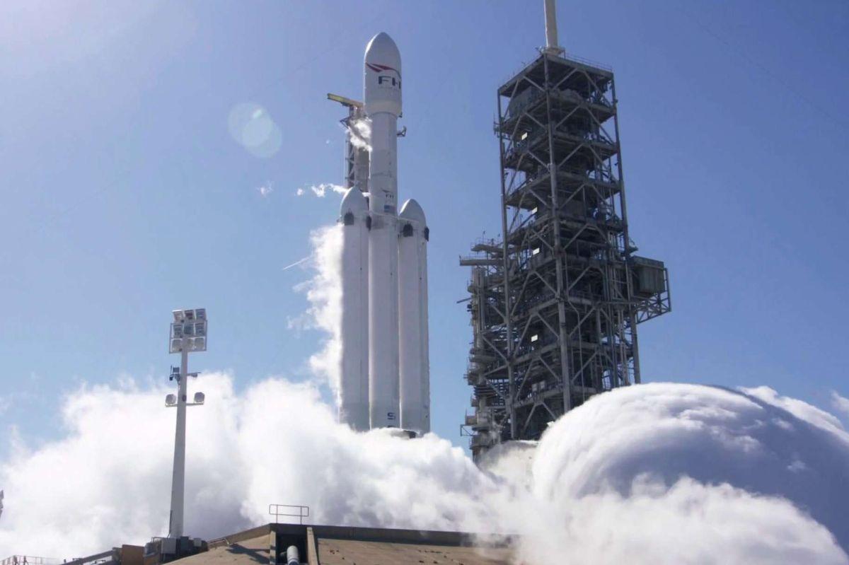 Cómo es el Falcon Heavy de SpaceX, el cohete más potente del mundo