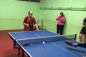 VIDEO: Anciana deslumbra con su habilidad en el tenis de mesa