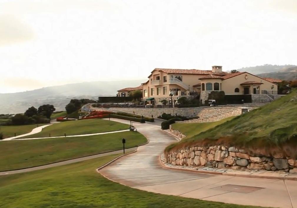Trabajadores del club de golf de Donald Trump en Los Ángeles exigen alarmas anti-acoso