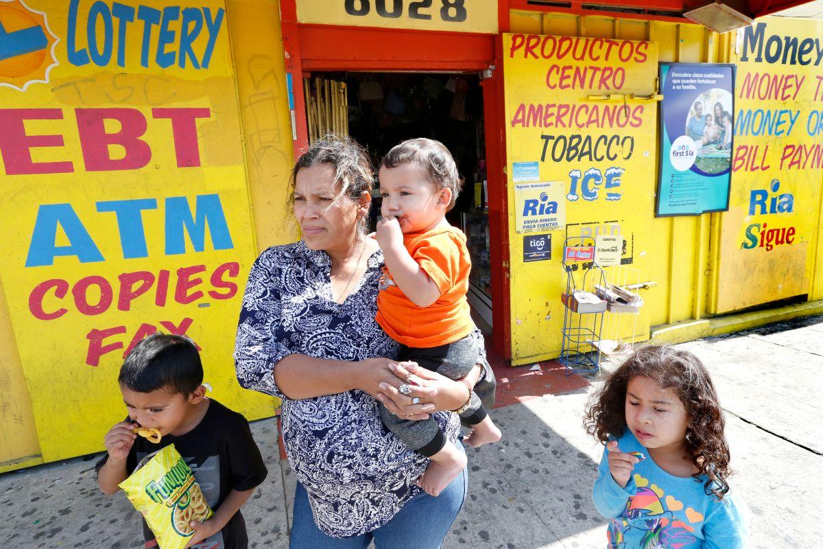 Darán $1,000 a padres solteros de sur de LA impactados por COVID