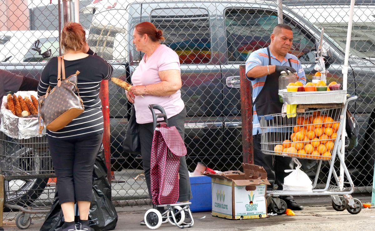 Concejales presentan moción para establecer una moratoria y no multar a los vendedores ambulantes